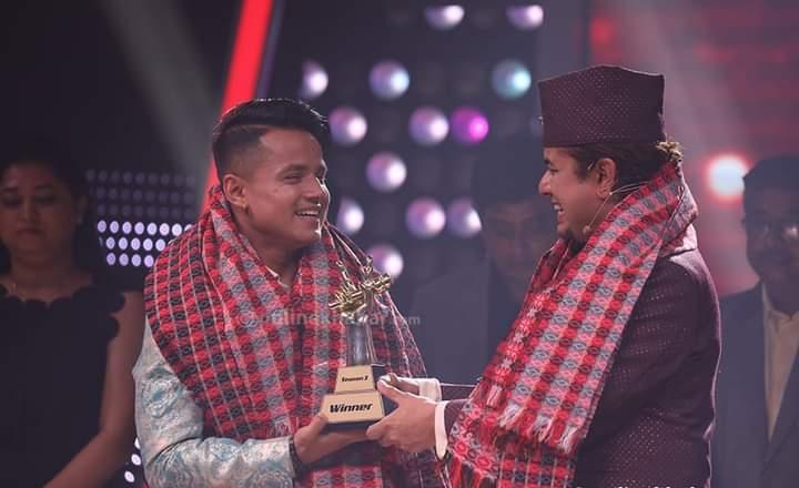 भ्वाइस अफ नेपाल सिजन ३ को विजेता बने किरण गजमेर